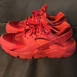 All red Huaraches only worn 2 times